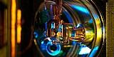 Neues Verfahren zur Unterdrückung von Frequenzverschiebungen in optischen Atomuhren